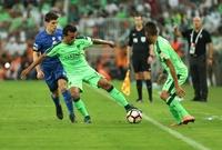 فاز الأهلي مرة واحدة فقط في آخر 6 مباريات لعبها على أرضه أمام الهلال في دوري المحترفين السعودي (ت 4 خ 1) – كان الفوز في أبريل 2016 (3-1).