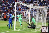 سجل لاعب الأهلي مهند عسيري 5 أهداف أمام الهلال في دوري المحترفين السعودي – السومة فقط (6) سجل أكثر بين اللاعبين الحاليين في الفريق