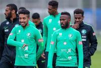 """عبدالفتاح عسيري لاعب الأهلي، عبر تويتر: """"ياصديقي إن كانو معك فأنا معك """"وإن ذهبوا فأنا معك، وإن ذهبت فأسبقى انتظرك لأكون معك."""