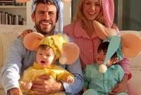 نجم برشلونة بيكيه وأبنائه