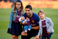 سواريز رفقة أبنائه