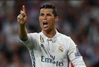 كان يبكي عندما يضيع فرصة تسجيل هدف أو عندما يمرر الكرة بشكل خاطئ.