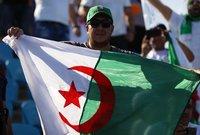 واستطاع سفيان فيجولي لاعب الجزائر أن يسجل الهدف الأول لمحاربي الصحراء في الدقيقة 20.