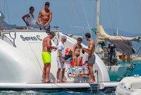 ميسي وسواريز يستمتعان بالإجازة الصيفية قبل بداية الموسم