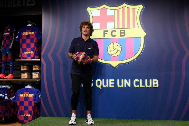 المركز الأول فريق برشلونة الذي أنفق مليار يورو