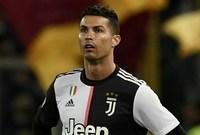 كما طالب حوالي 2000 شخص الحصول على تعويض قد يبلغ 50 مليون يورو لضمان حقوقهم القانونية بسبب فشل رونالدو في الظهور على أرضية الملعب.