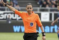 فرابارت واحدة من أكثر الحكام الإناث شهره في عالم كرة القدم