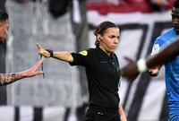 فرابارت هى ثاني سيدة في التاريخ تدير مباراة بالدرجة الممتازة للرجال في دوري أوروبا