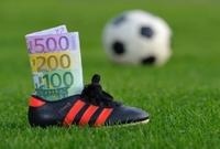 أتم نادي مانشستر يونايتد صفقة هاري ماجوير كأغلى صفقة دفاعية في تاريخ كرة القدم،